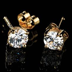 Yellow Gold DiamondAura® Studs