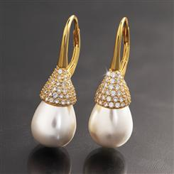 Drop Pearl Earring (gold-finished)