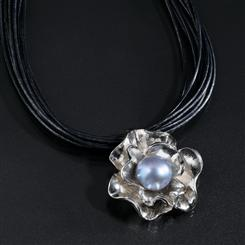 Pearl & Petals Sterling Silver Pearl Necklace