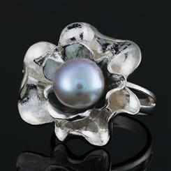 Pearl & Petals Sterling Silver Pearl Ring